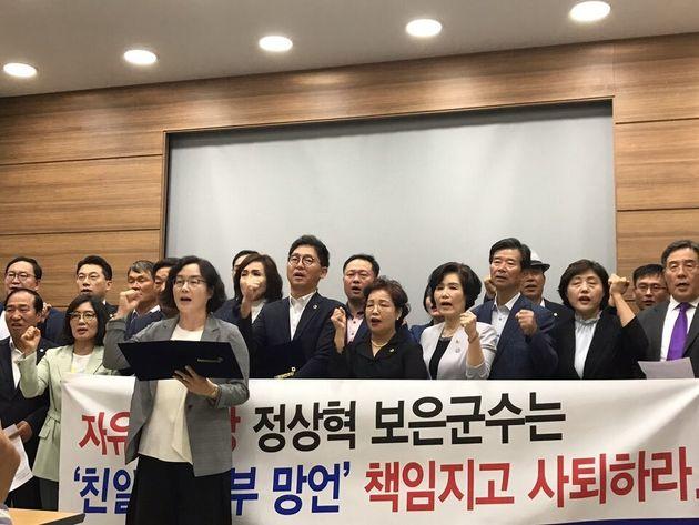 더불어민주당 충북도당은 28일 도청 브리핑룸에서 기자회견을 열고, 자유한국당을 향해 정상혁 보은군수의 제명을