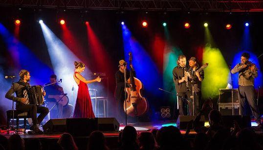 HuffPost Weekend: Μάριος Φραγκούλης, Barcelona Gipsy balKan Orchestra και «Ανάμνηση
