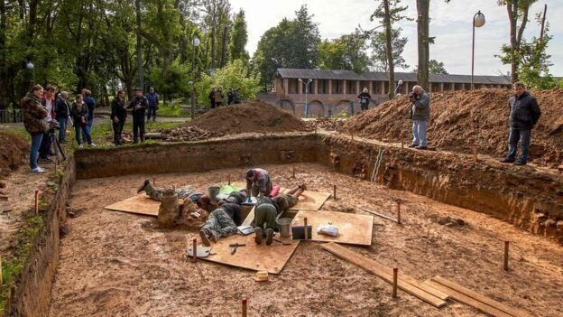 Archaeologists at a site of Gudin's supposed burial place in Smolensk,