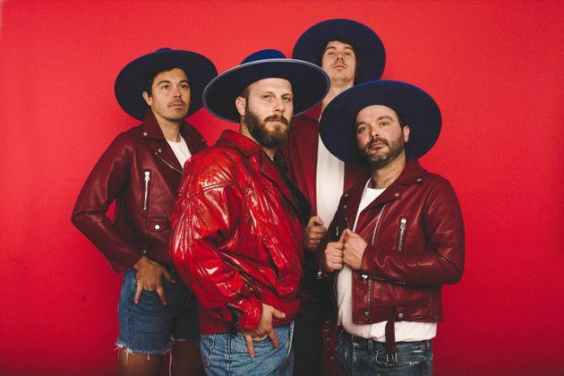Mathieu Lafontaine, alias Claude Cobra (au centre) est le chanteur de Bleu jeans