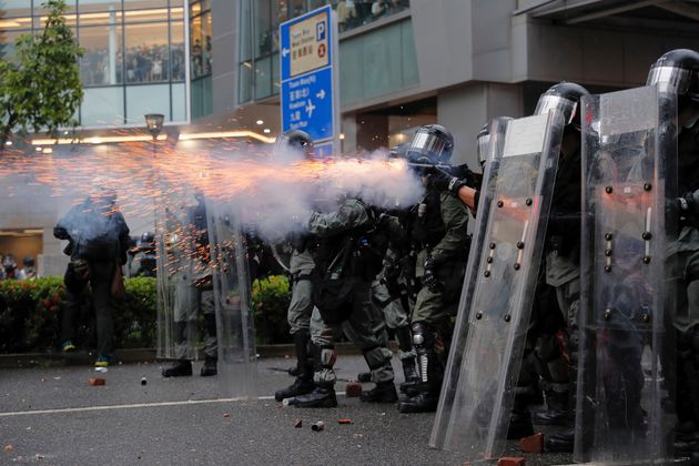 La grande manovra cinese a Hong Kong: in arrivo fino a 10mila militari in