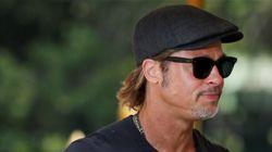 Brad Pitt idolo della folla a Venezia si concede per foto e autografi ai fan