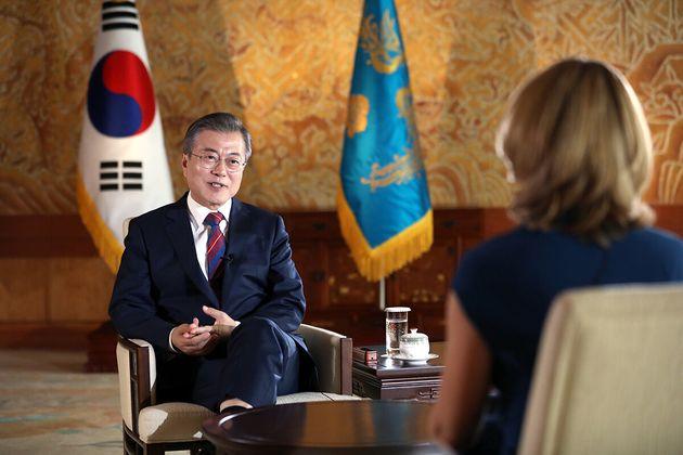 문재인 대통령이 지난해 10월12일 오전 청와대에서 영국 공영방송사인 BBC와 인터뷰를 하고