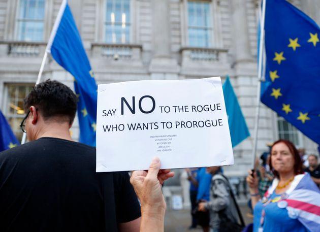 Βρετανία: Πιέσεις της αντιπολίτευσης στον Τζόνσον να μην «κλείσει» το