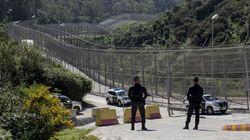Más de 150 migrantes entran en Ceuta saltando su doble valla en la primera incursión en grupo en un