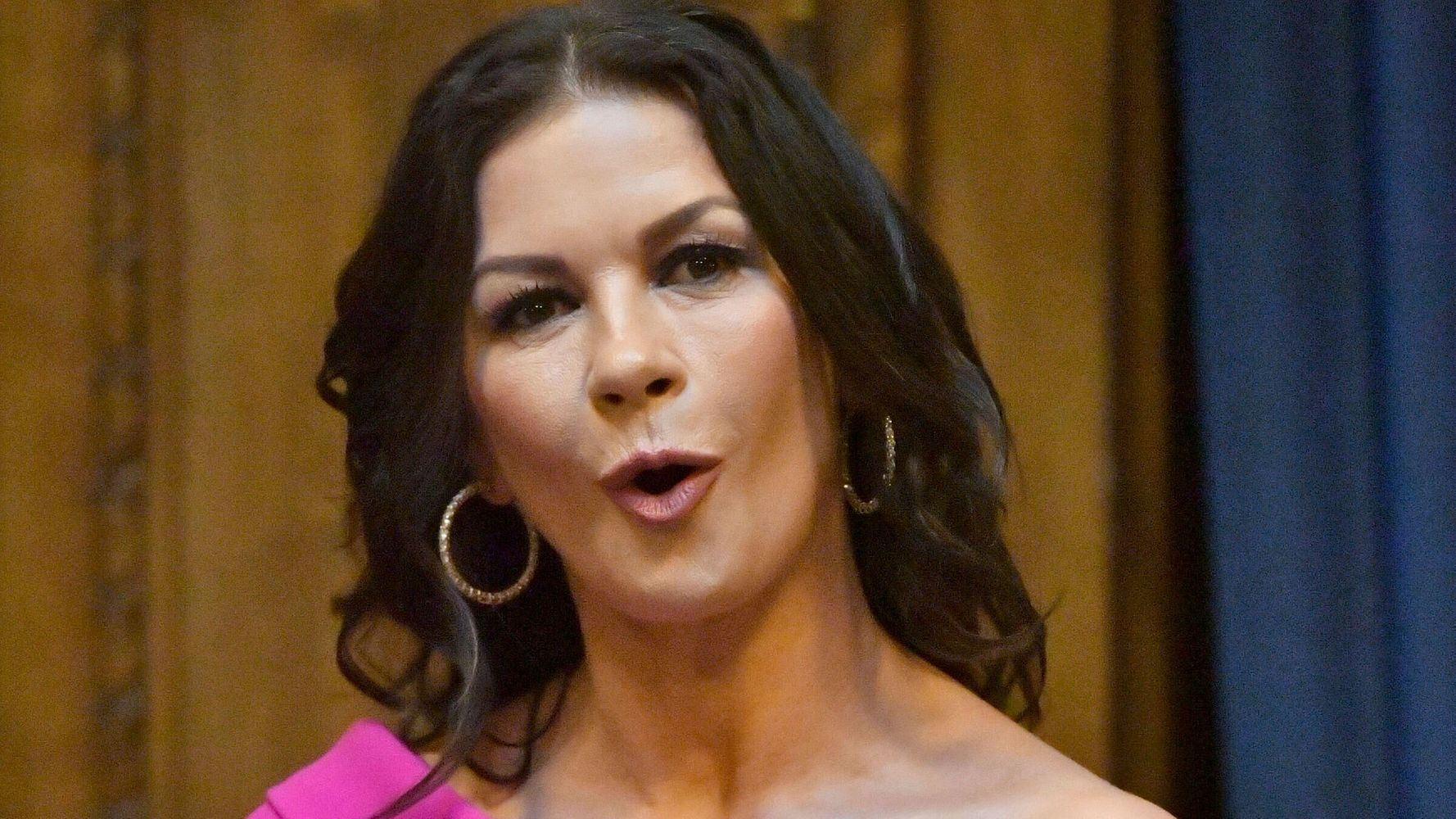 Westlake Legal Group 5d68e6053c00003300485d13 Catherine Zeta-Jones Finds Out About Son's Skydive In The Funniest Way