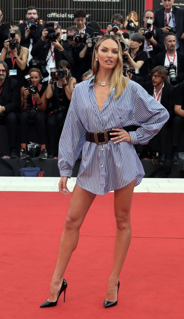 Candice Swanepoel sbarca a Venezia e rompe tutti gli schemi sul red