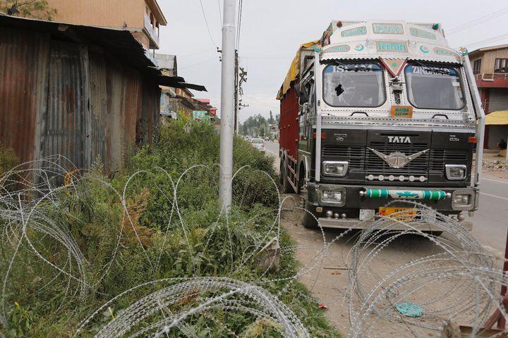 The truck standing outside Bijbehara Police Station.