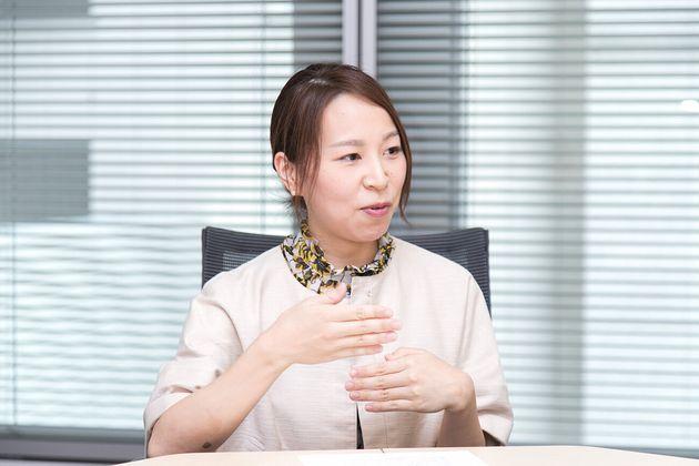 山内麻由さん 同本社高機能化学企画部所属。事業戦略や人材育成の企画に携わる。子どもは2歳8カ月の女の子