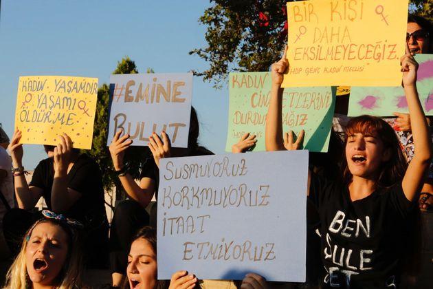 Protesta contra la violencia hacia la mujer en