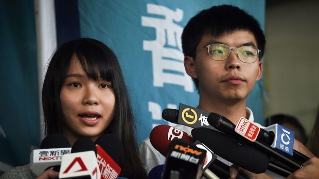 Pro-democracy activists Agnes Chow (L) and Joshua Wong (R) speak to the press after they were released on bail at the Eastern Magistrates Courts in Hong Kong on August 30, 2019. - Prominent democracy activists including a lawmaker were arrested on August 30 in a dragnet across Hong Kong -- a move described by rights groups as a well-worn tactic deployed by China to suffocate dissent ahead of key political events. (Photo by Lillian SUWANRUMPHA / AFP)        (Photo credit should read LILLIAN SUWANRUMPHA/AFP/Getty Images)