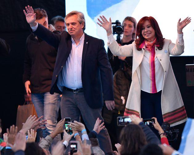 Cristina Kirchner é investigada por envolvimento em um esquema de corrupção em contratos...