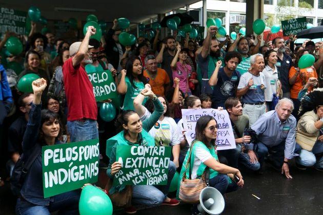 Crise ambiental mobilizou setores da oposição ao governo de Jair