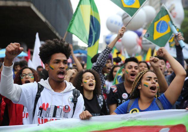 Os dois principais atos contra o governo Bolsonaro foram em maio, pela defesa da educação,...