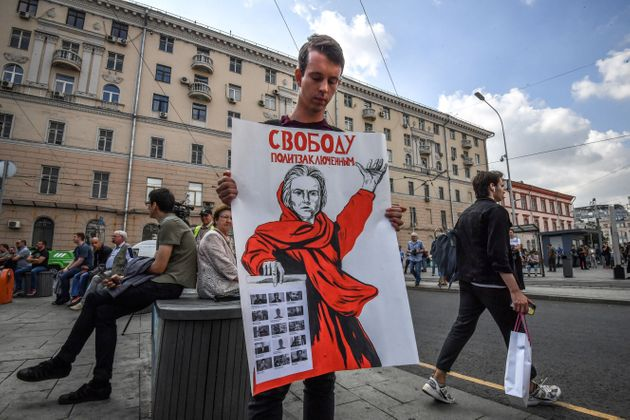 Εκατοντάδες διαδηλωτές στη Μόσχα κατά της πολιτικής καταπίεσης.