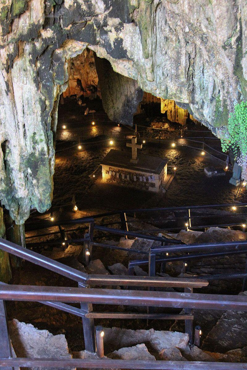 Μπαίνοντας στο σπήλαιο του
