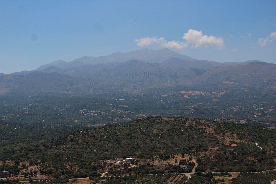Η θέα της πεδιάδας και των κορυφών του