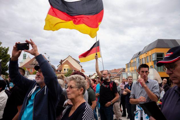 Des partisans de l'AfD lors d'une campagne pour les élections régionales le 15 août