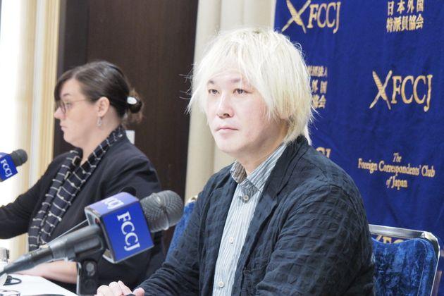 日本外国特派員協会で記者会見した津田大介さん