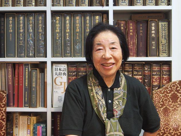 生活史研究家の小泉和子さん。1971年に生活史研究所を設立し、家具をはじめ、生活道具の歴史を調べている。洋画を学び、工学博士の肩書きも持つ。