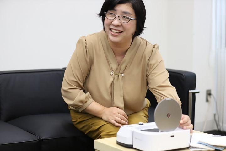 石井和美さん。家電レビュー歴15年以上。茨城県守谷市に一戸建てタイプ「家電ラボ」を開設、白物家電や日用品などの使い勝手をテストし、結果を情報発信している。
