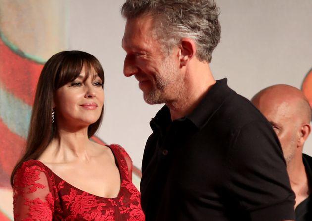 Monica Bellucci e Vincent Cassel insieme a Venezia. Sorrisi di facciata e gelo dietro le