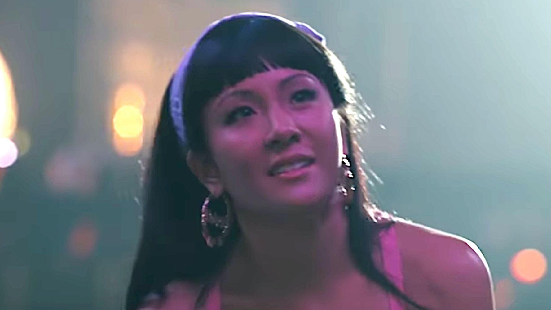Westlake Legal Group 5d6cfbd5250000ad0000ffb8 Jennifer Lopez Gives Constance Wu A Pole-Dance Lesson In 'Hustlers' Clip