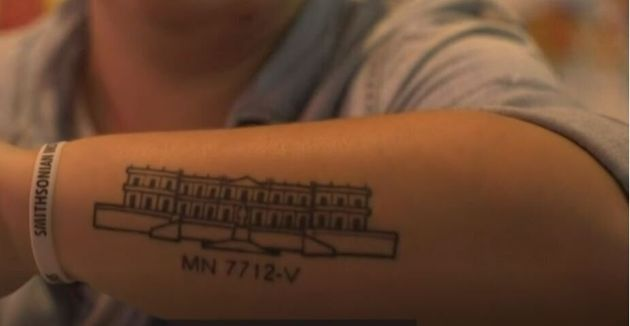 Γιατί οι Βραζιλιάνοι κάνουν τατουάζ το κτίριο ενός
