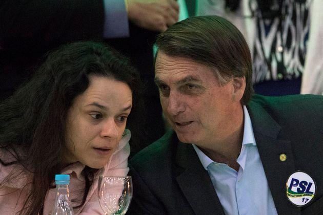 Dentro do PSL, a deputada estadual Janaína Paschoal (PSL-SP) foi voz isolada ao cobrar a demissão...