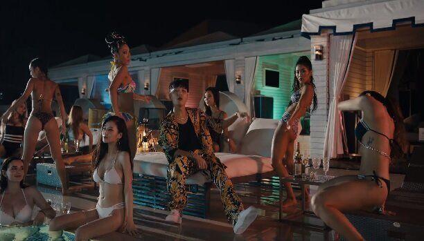 이 케이팝 뮤직비디오들이 비판받는 이유