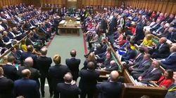 Johnson perd sa majorité au Parlement après un coup de théâtre en pleine