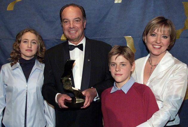 Pierre Nadeau entouré de sa fille Pascale Nadeau et de ses petits-enfants Alexandra et Julien...