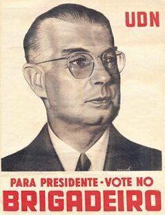 """""""Vote no brigadeiro, que é bonito e solteiro"""" era o slogan do candidatobrigadeiro Eduardo Gomes, da União Democrática Nacional."""
