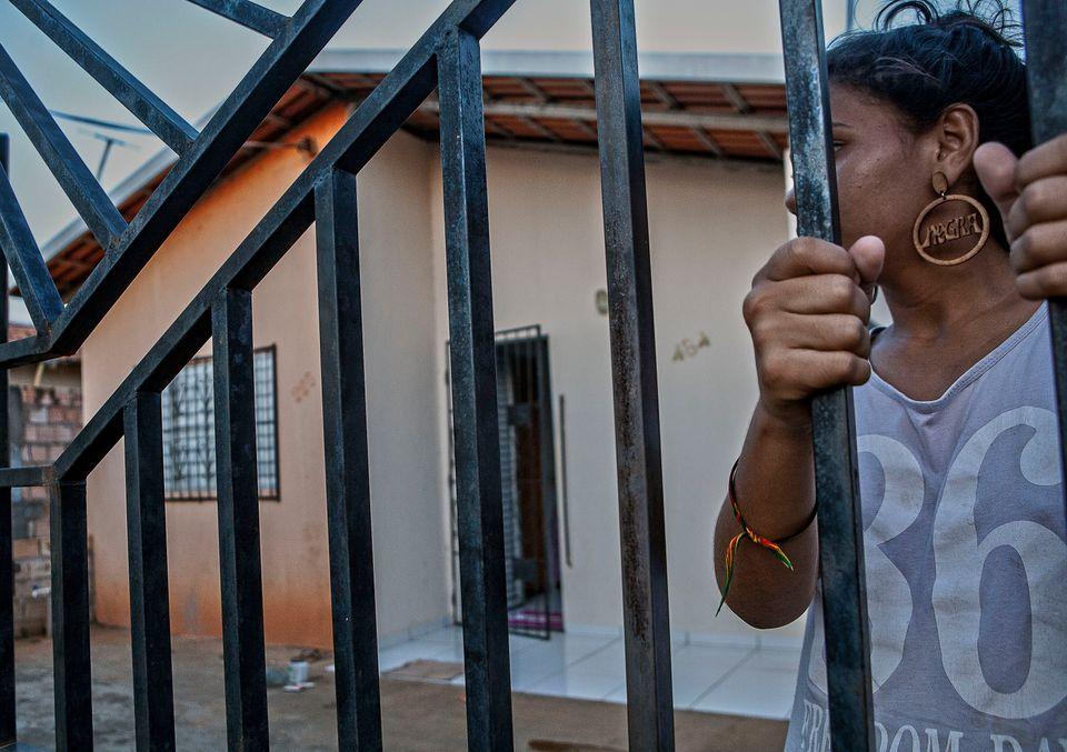 Rose, 15 anos, moradora de um Reassentamento Urbano Coletivo (RUC), em Altamira, no
