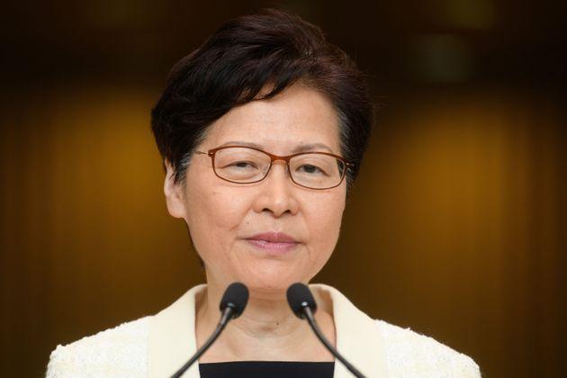 La governatrice di Hong Kong ritirerà la legge sulle estradizioni in