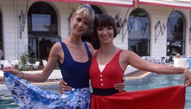 Dorothée et Ariane Carletti en vacances le 17 juin 1988 à La Baule, France. (Photo by Micheline PELLETIER/Gamma-Rapho...