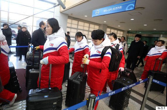 북한 평창올림픽 선발대·여자 아이스하키 선수단이