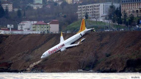 터키 항공사가 활주로 이탈 사고를