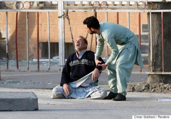 아프가니스탄 구급차 테러로 95명이 사망했다. 사망자가 계속