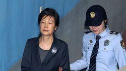 박근혜, 국정원에 받은 돈 기치료와 주사비로
