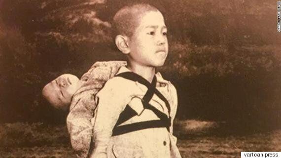 교황, 2018년 연하장에 나가사키 원폭소년 사진