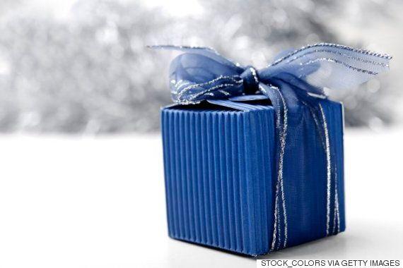 이 할아버지가 거의 50년 된 크리스마스 선물을 열지 않는