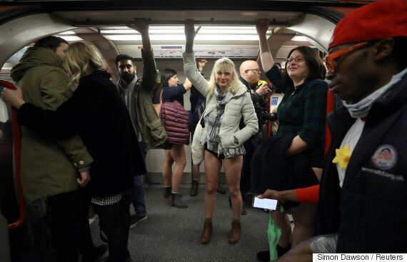런던에서 '지하철에서 바지 안 입는 날' 행사가