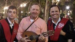 Sí, Kevin Spacey estuvo en Sevilla y sí, cantó 'La bamba' con la tuna: tenemos la