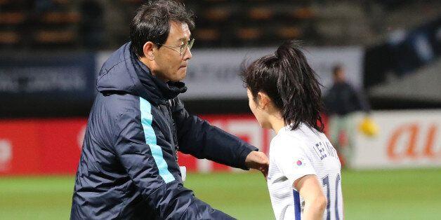 '한국 여자 축구' 윤덕여 감독이 북한전 패배 후, 완패를 시인하며 한