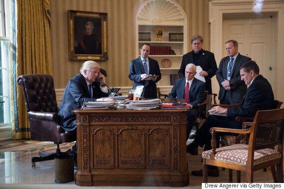 트럼프 전 핵심측근 플린이 '러시아 특검'에 혐의를 인정했다. 트럼프는 매우 걱정스러울