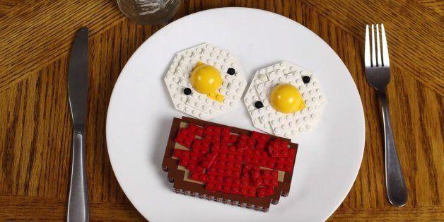 레고를 재료로 만든 평범한 아침식사의 모습은