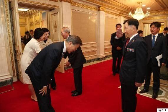 홍준표 대표의 '바른 인사성'이 논란을 빚고