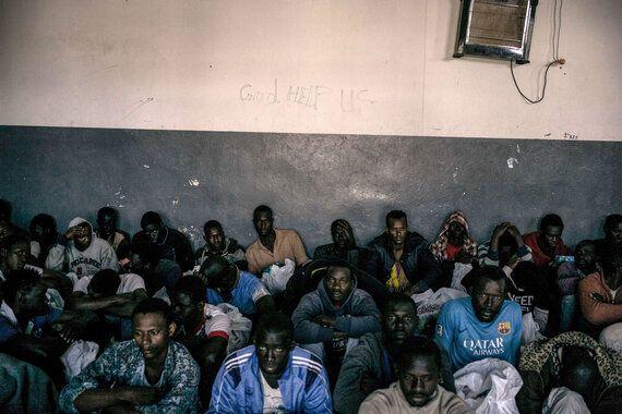 리비아: 자기가 비난한 범죄에 공범이 된