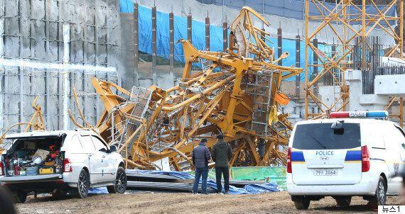 타워크레인이 갑자기 넘어져 7명이 78m 높이에서